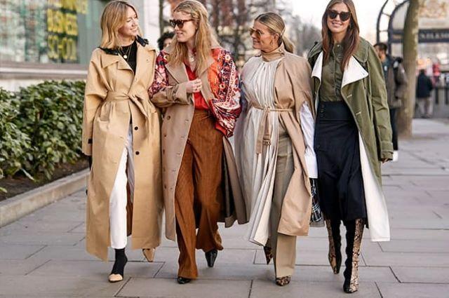 Подруги в модной осенней одежде
