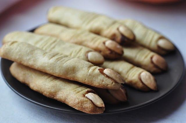 Песочное печенье с миндалем и шоколадом
