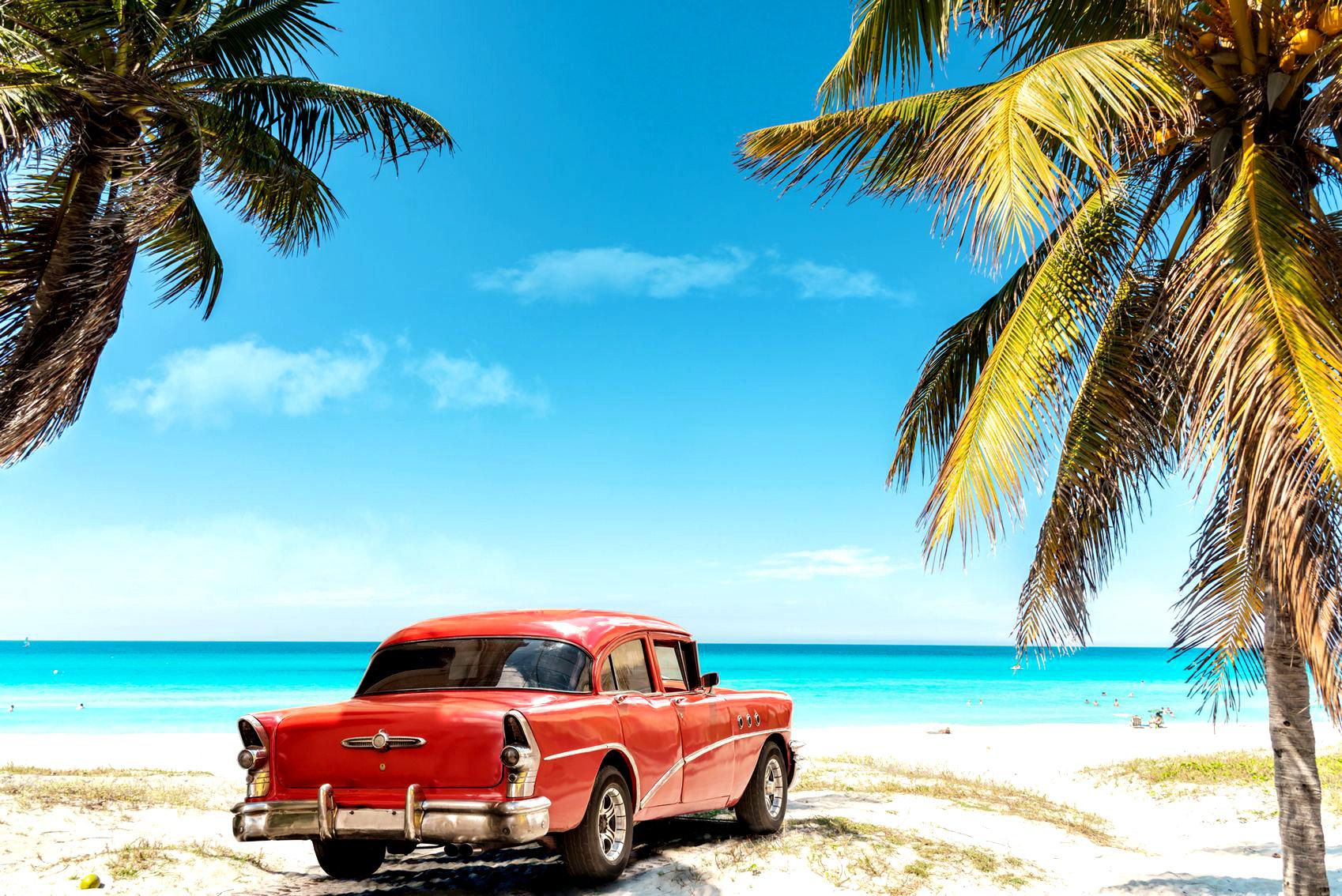 Ретроавтомобиль на кубинском пляже
