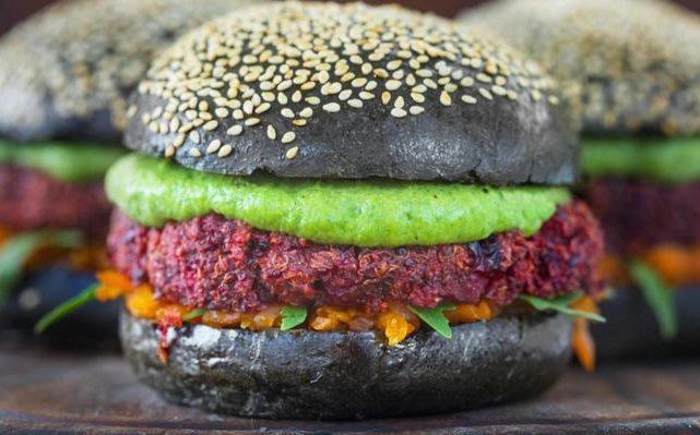 Черный веганский бургер