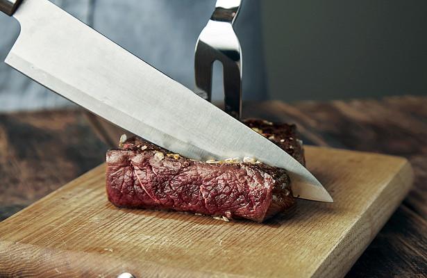 Нарезка стейка ножом
