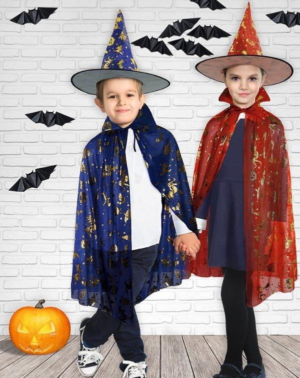 Мальчик и девочка в маскарадных костюмах