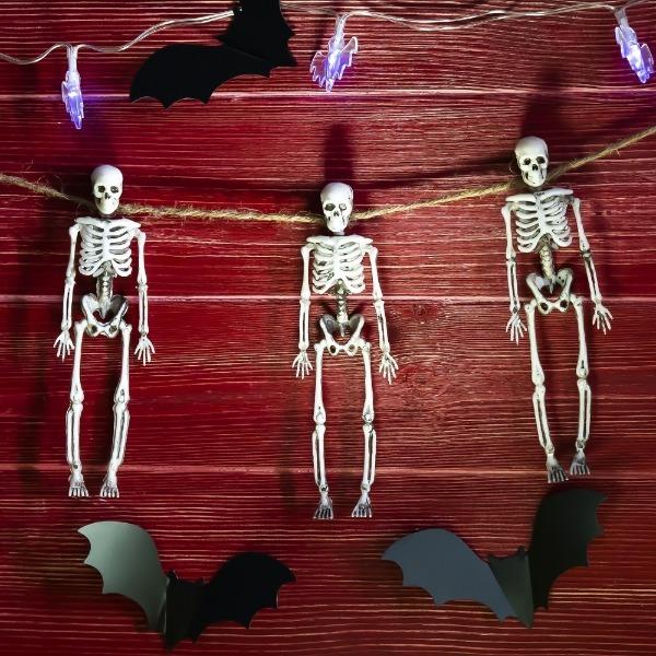 Гирлянда со скелетами