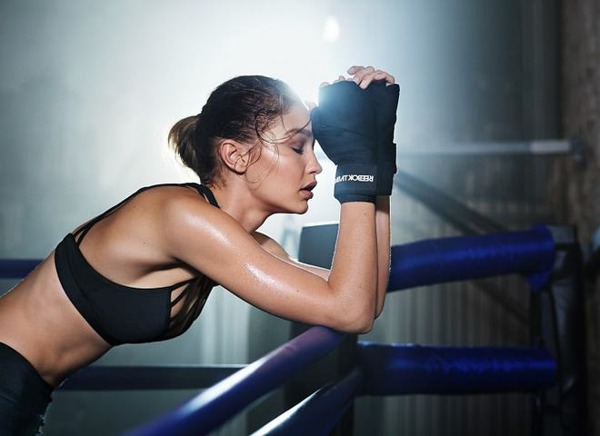 Девушка в спорт-зале