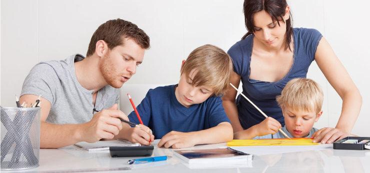 Родители и дети делают уроки