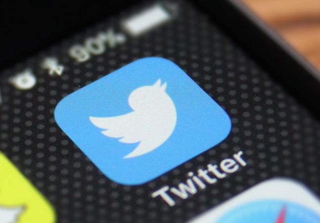 Twitter на заставке смартфона