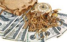 Деньги и золотые украшения