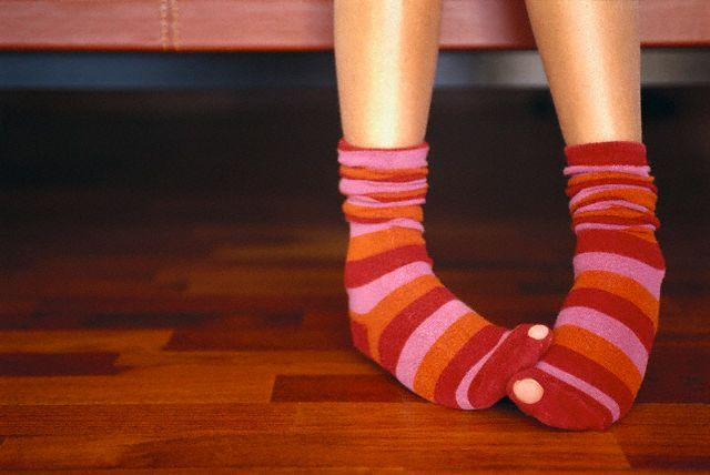 Ноги в дырявых носках