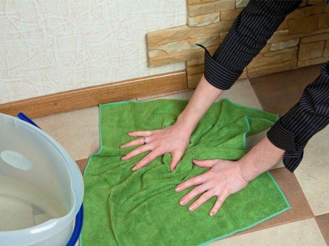 Мытье полов голыми руками