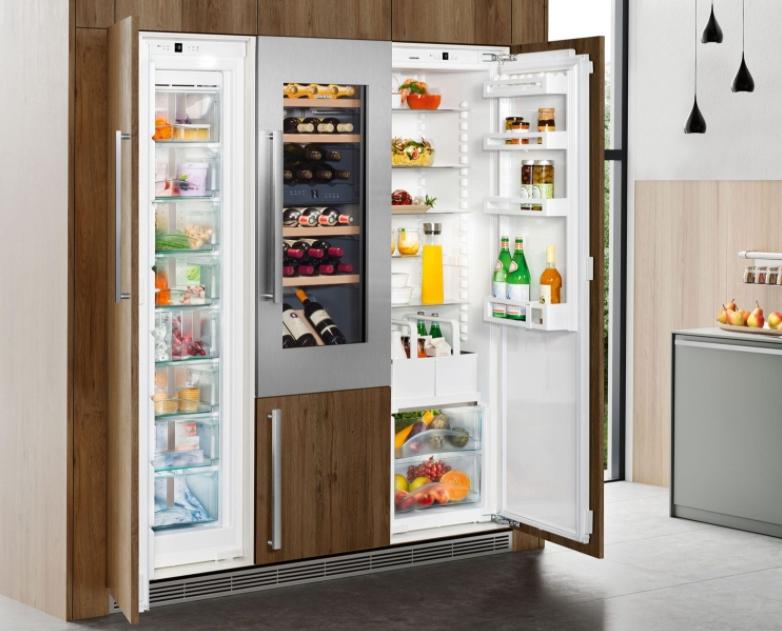 Современный холодильник сайд-бай-сайд