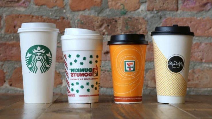 Кофе в пластиковых стаканах
