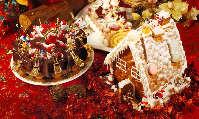 Шоколадный торт и пряничный домик