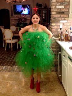 Девушка в костюме елки