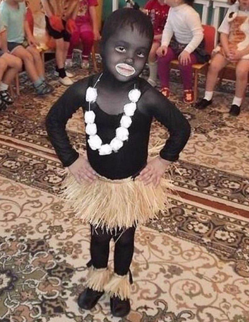 Ребенок в костюме негритенка