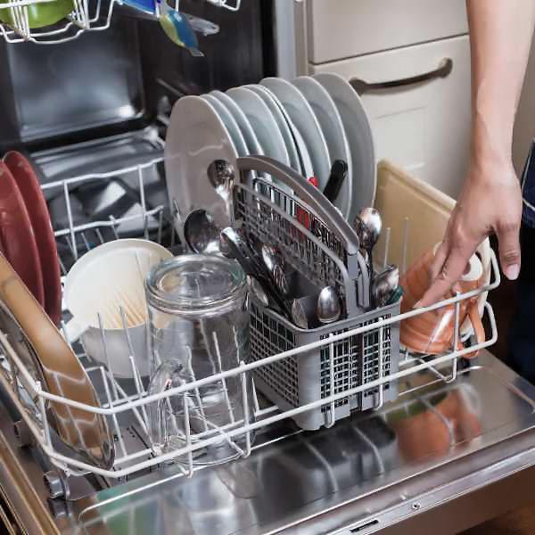 Посудомойка с посудой