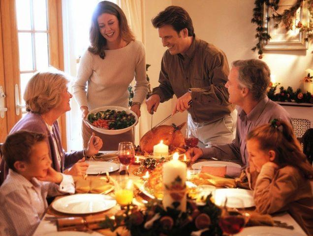 Праздничное застолье в кругу семьи