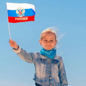 Девочка и флаг России