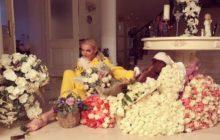 Волочкова с цветами