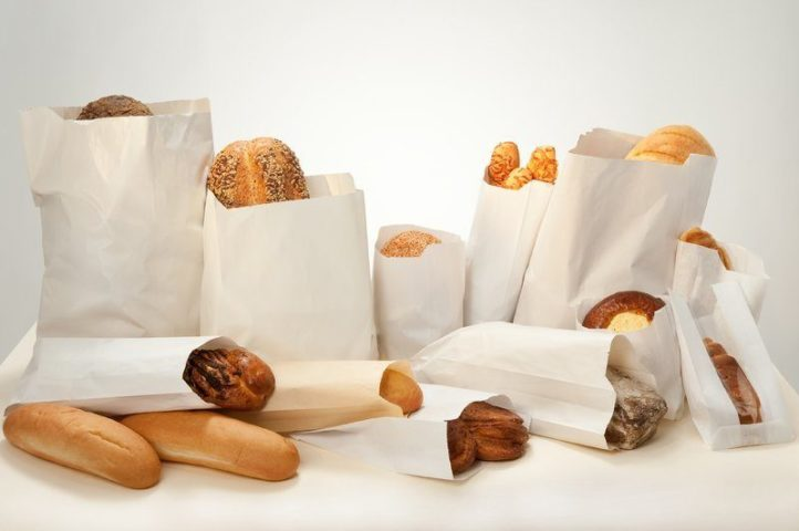 Хлебобулочные изделия в бумажных пакетах