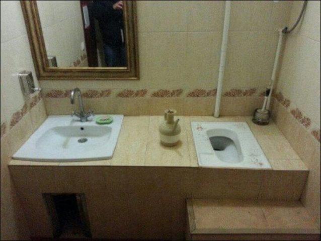 Туалет и раковина на одном уровне