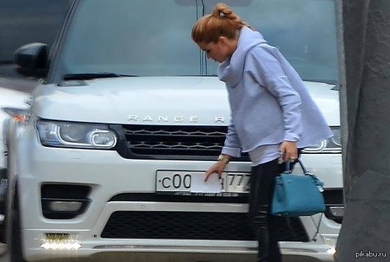 Бородина прикрывает номера на авто
