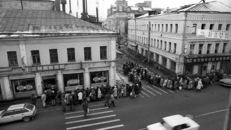 Очередь в советский магазин