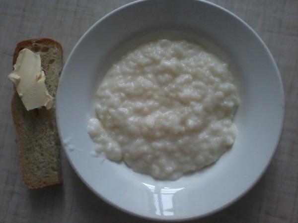 Каша и хлеб с маслом