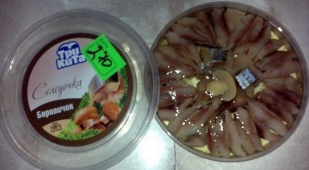 Рыбные пресервы с ценником и половинкой шампиньона